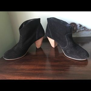 Steve Madden ankle booties size 6